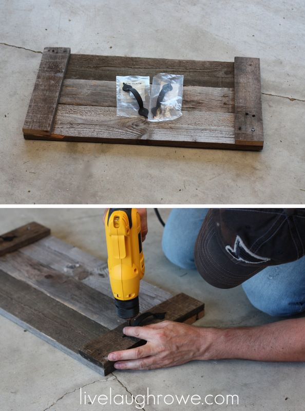 Pallet Serving Tray with Screen Door Hardware - Love this idea, but I'd make it bigger, for serving and carrying @ backyard grill and patio table