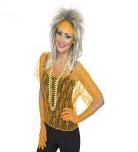 Disfraz o Kit Pop Años 80 Naranja: Camiseta, Guantes y Cinta. Set compuesto de Camiseta, guantes largos y Cinta para el Pelo, todo ello de encaje y color Naranja Fosforito. Ideal y de Alta Calidad para combinar con nuestros disfraces y accesorios de los años 80, Divas, cantantes o estrellas del Pop, Rock y Punk.