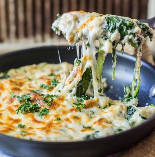 Nem akarsz hizlaló köretet enni, de már unod a nyers salátákat? Spenótból és karfiolból 10 perc alatt könnyű nyári köretet készíthetsz,...