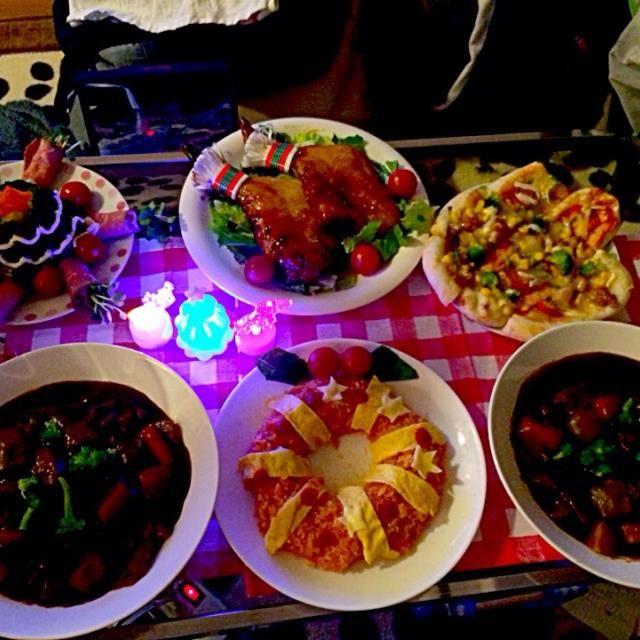 ビーフシチュー♡リースオムライス♡ポテサラツリー♡ピザはナン生地!照り焼きチキンとトマトの2種類を一口サイズにして♡チキン(スーパー)でした( ^ω^ ) - 5件のもぐもぐ - 12.24♡クリスマスディナー by みかりん☺︎♡