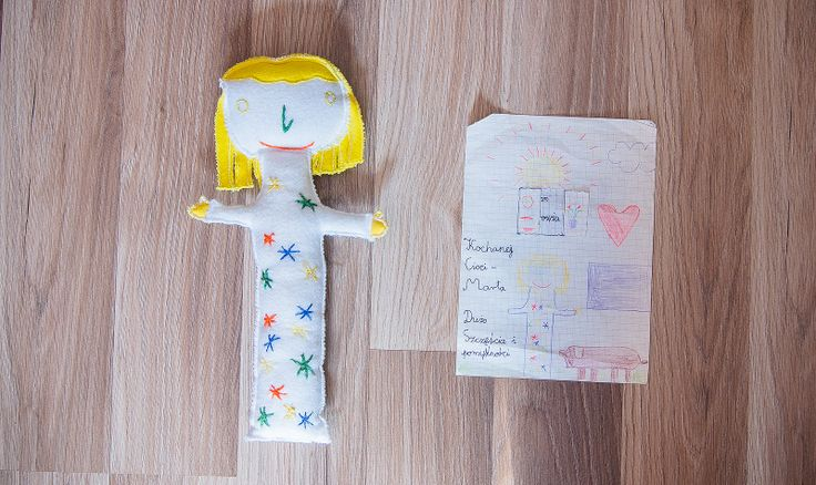 Maskotka na podstawie dziecięcej wyobraźni. #wyobraznia #dziecko #maskotka #rysunek #tkanitka