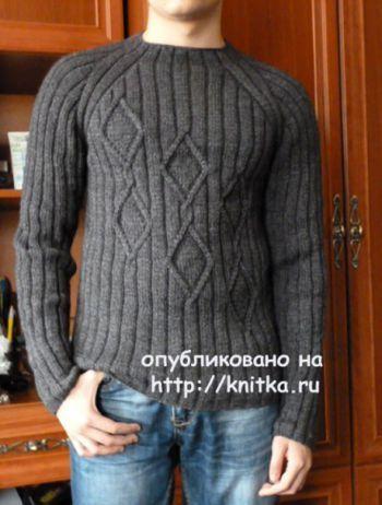 """Связала сыну пуловер. Он не любит накрученные модели, поэтому выбрали самую простую. Пряжа """"Удачная"""" (50% шерсть,50% акрил). Ушло 5 мотков (250м в 100гр.)."""