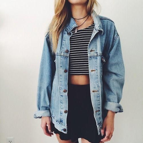 Cute outfit. Perfect fall outfit. Fall fashion. Oversized jean jacket. Denim jacket. Stripped cropped top. And a skater skirt