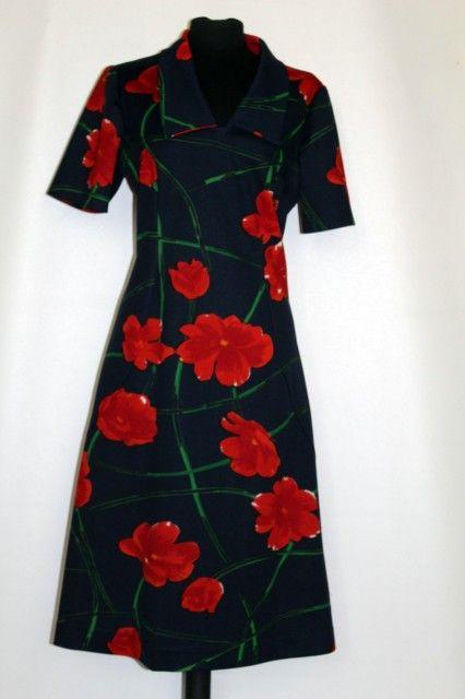 Rochie vintage flori rosii mari anii '70 #vintage #vintagewardrobe #vintageautentic #vintagedresses #1970s