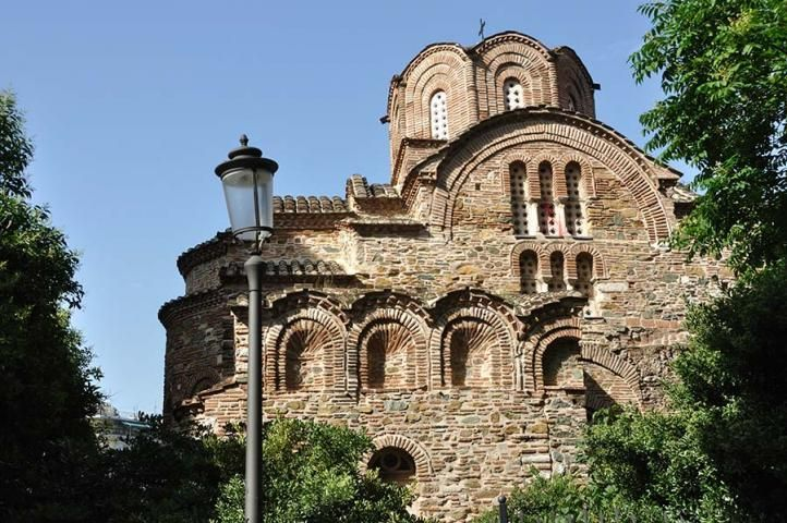 At the center of Thessaloniki, at the junction of Iasonidou avenue with Arrianou street, there is the church of Agios Panteleimon, the construction of which is placed in the late 13th-early 14th century.