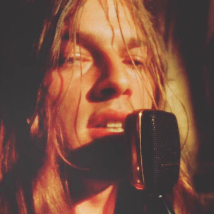 soundsof71:    Pink Floyd: David Gilmour Golden God  Could it be true.. Lip XInjections? No way right? Crazy how there are little poofy areas like you see on todays women desperate to be full. Ridics