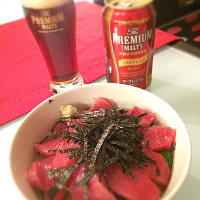 今日は簡単な夜ご飯にしました。 もちろん、ご飯は酢飯で。 マグロは贅沢に中とろにしました。 - 7件のもぐもぐ - マグロ丼 by tamakiskmtPrM