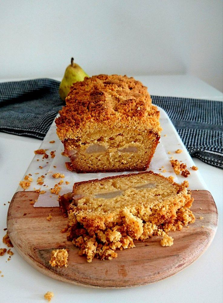 Un délicieux crumble cake aux poires healthy, sans gluten et vegan. Parfait pour en prendre pleins les yeux et les papilles !