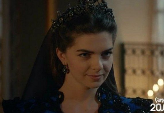 Mihrimah's mischievious face (again). By the way, those dress are like family heritage - at first, they were worn by Valide Sultan (may her soul be doomed), then Mahidevran and she... Possibly gave them to her as a gift? I don't know...