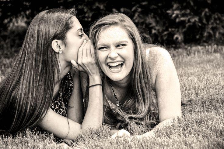 senior picture ideas for best friends  | Cute best friend senior picture pose