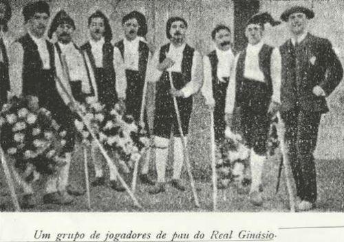 Um grupo de jogadores de pau do Real Ginásio