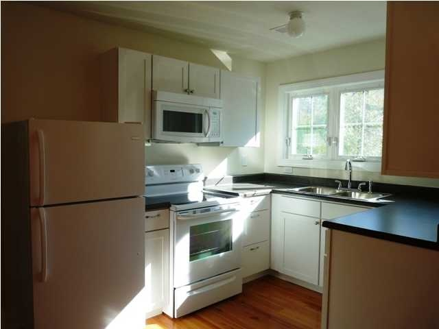 Great Room Over Garage Apartment For Rent. Full Kitchen, Hardwood Floors  And Full Bath