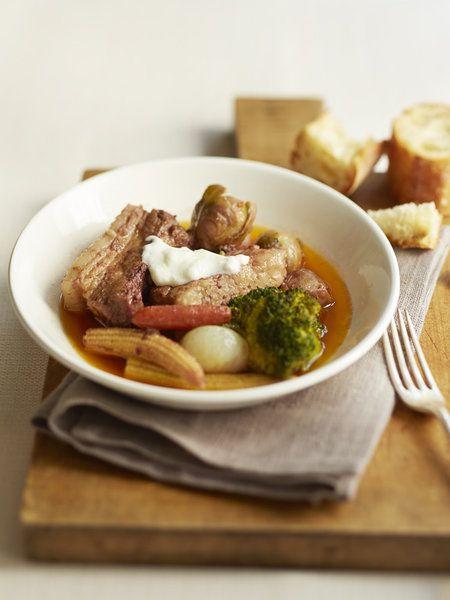【ELLE a table】豚バラ肉のヨーグルト煮込みレシピ|エル・オンライン
