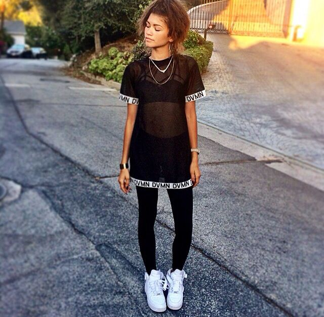 Zendaya in the house!! Hey I'm 18,single. DANCE IS MY LIFE! I also like acting. I'm single. But don't call me Zendaya call me Z.