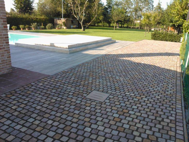 Pavimentazione esterna in #porfido realizzata con cubetti a file dritte www.goldenstonesrl.com