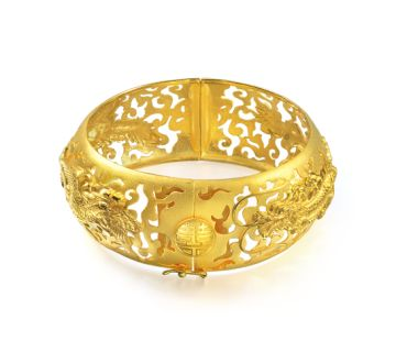 Dragon and Phoenix Bangle Traditional dragon and phoenix depicted in simple, yet beautiful outlines. This bangle of the highest craftsmanship shall bring eternal happiness and blessings for years to come.  Bangle in 999.9 Fine Gold