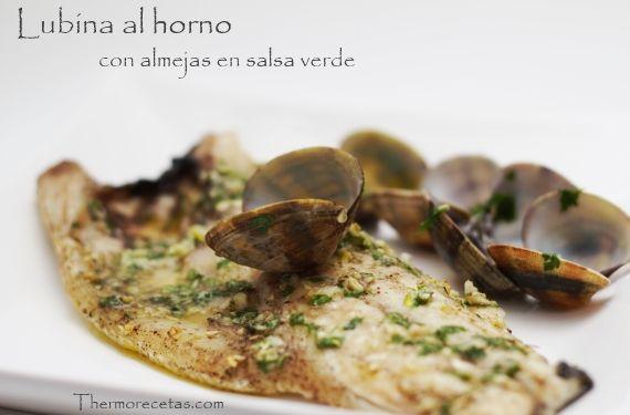 Lubina a la espalda cocinada en el horno con almejas en salsa - http://www.thermorecetas.com/2013/12/29/lubina-la-espalda-cocinada-en-el-horno-con-almejas-en-salsa/