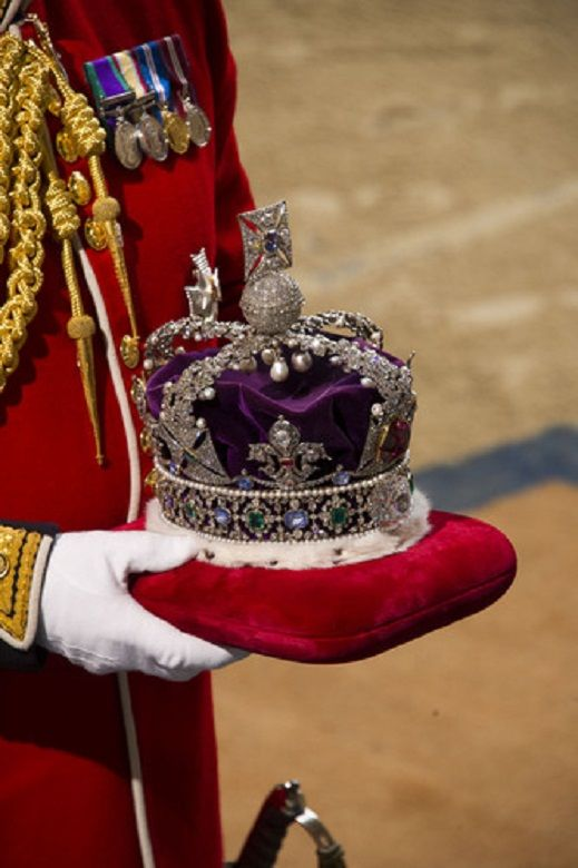 Arrival of the Imperial State Crown.