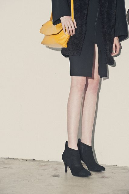 All black with a yellow colour pop! Yellow Kelly Brown Handbag
