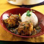 Se cerchi un piatto leggermente piccante e particolarmente aromatizzato, prova la ricetta del pollo al curry di Sale&Pepe.