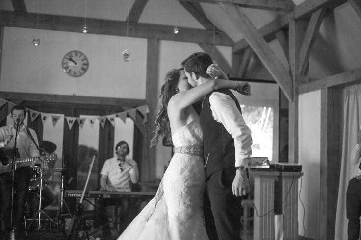 #weddingphotography #countrywedding #bride #relaxedweddingphotos #firstdance #b&w - Florence Fox Photography