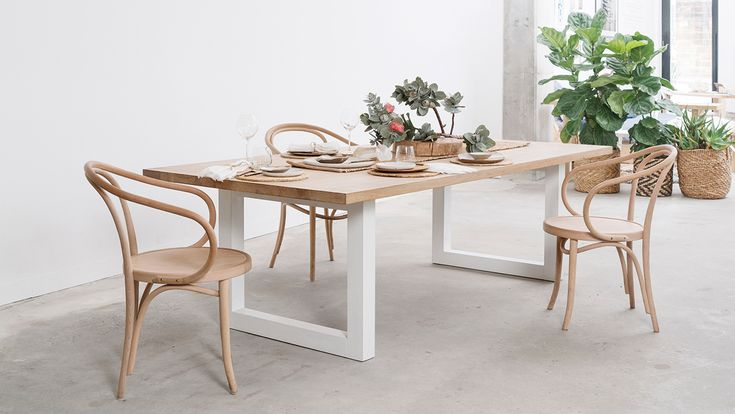 How to style a dining table in 5 different ways
