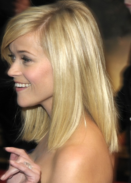 Her medium length blonde hair was swept to the side with a few layers cut into the ends of her hair. These are subtle layers that give the hair some thickness to otherwise fine hair like Reese's.