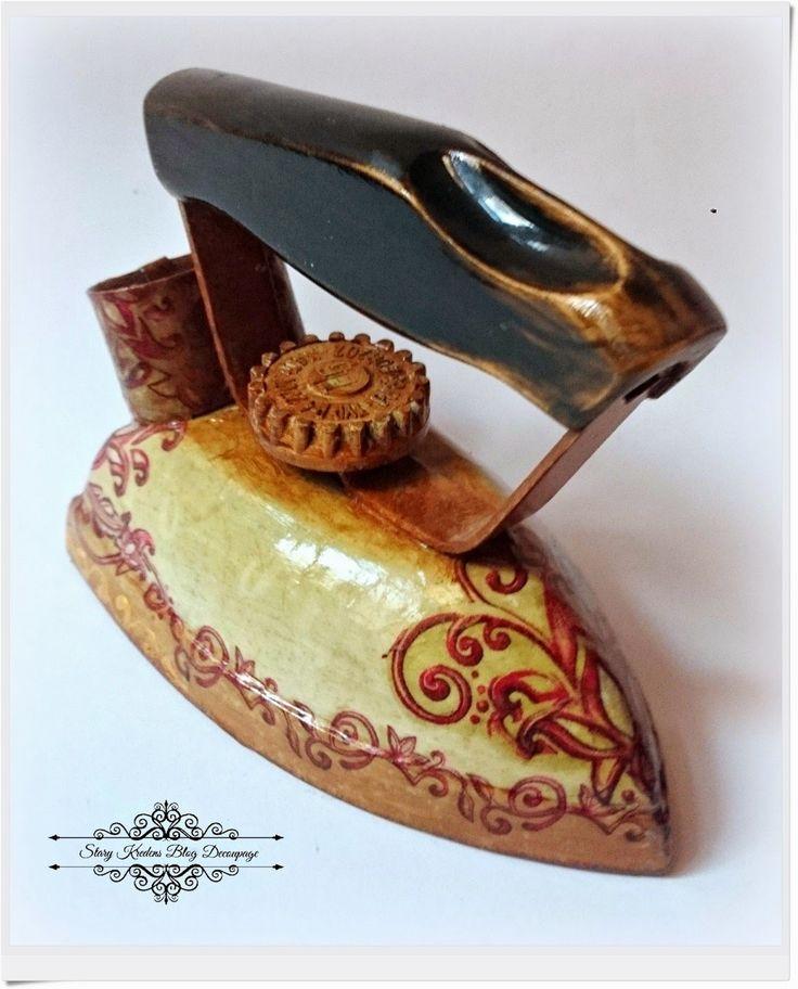 Żelazko i etui w beżach , ornamentach z odrobiną złota - Decoupage.