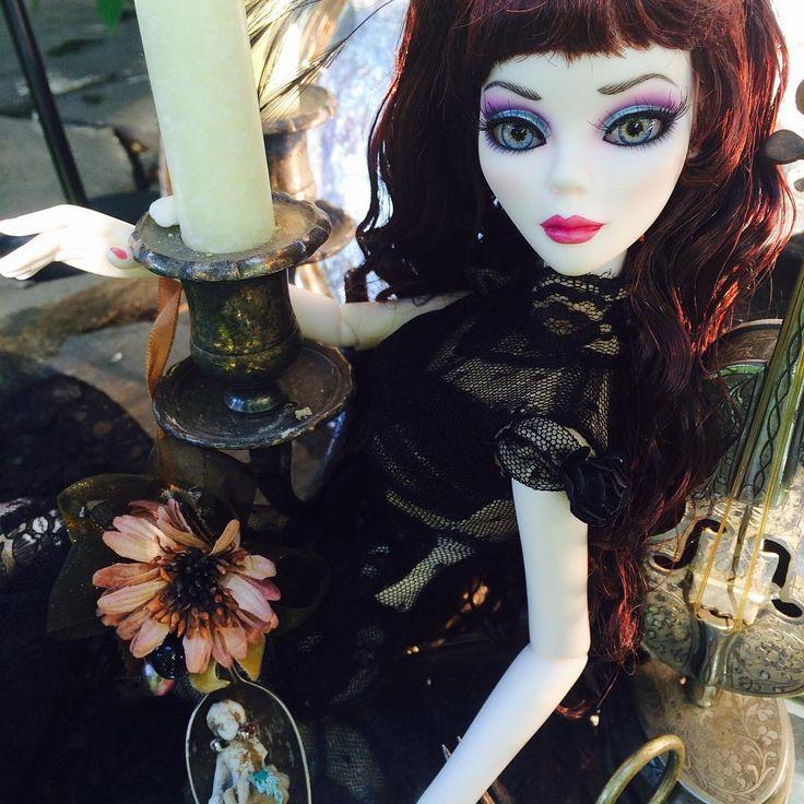 Черные бриллианты Эванджелин показывает ее удивительные старинные находки! #tonnerdolls #мода #evangelineghastly #Винтаж