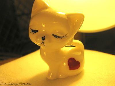 Petite Cat Porcelain Figurine - Cats Vintage Room