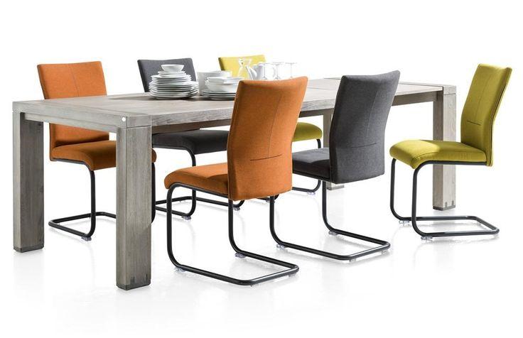 Verschillende kleuren stoelen aan 1 tafel, voor een beetje kleur in de eetkamer?!