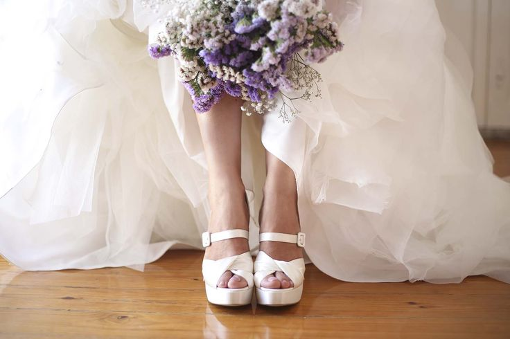 Já encontrou o seu par perfeito? Perfect pair. Bridal shoes. Custom shoes. Wedding shoes | info@cremecaviarshoes.com