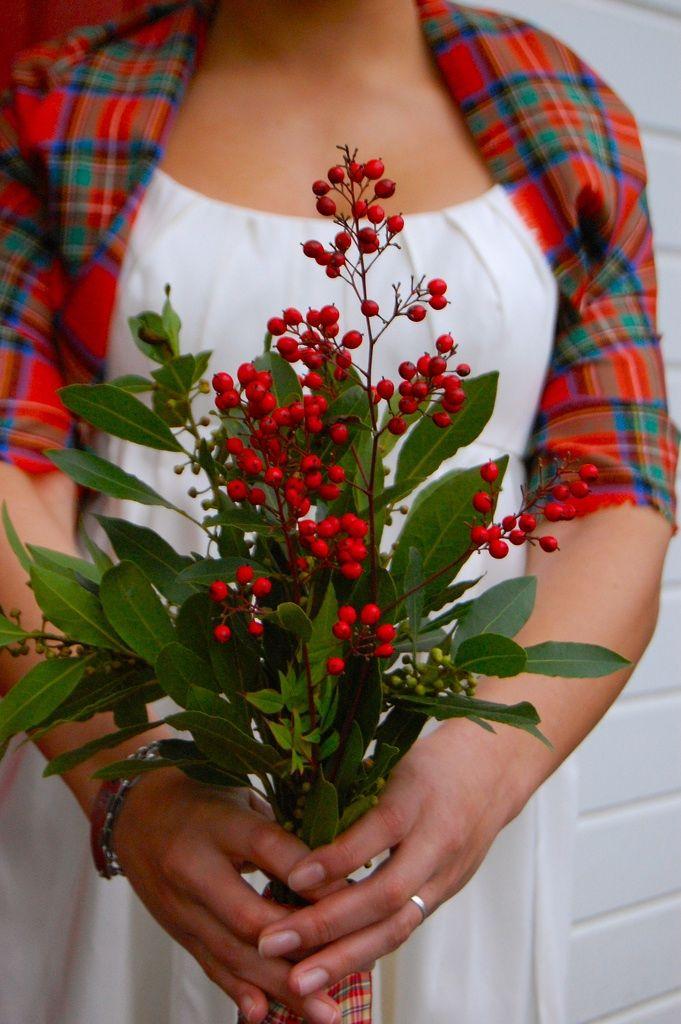 #rockmywinterwedding @Rock My Wedding A Scottish Winter Wedding love this simple gathering of flowers, berries & foliage