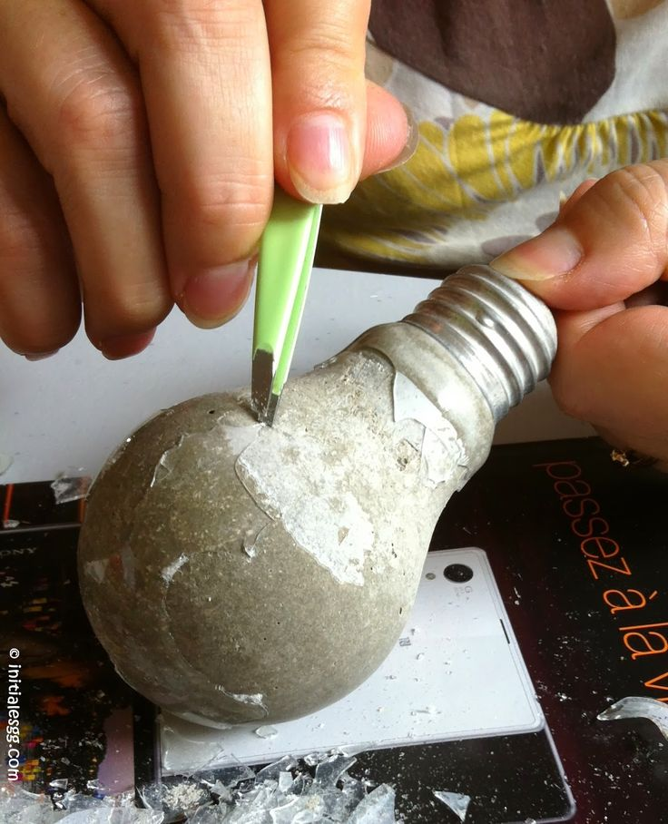 DIY : recyclez des ampoules en patères design!