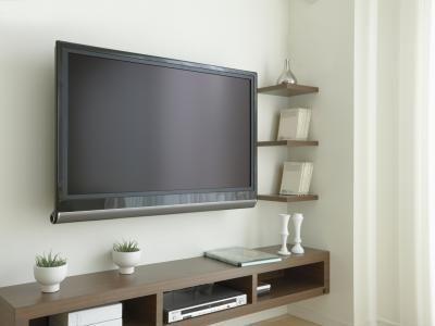 Cómo decorar con una pantalla plana | eHow en Español