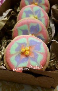 Biscoito amanteigado decorado com glacê real e flocos de arroz pintado no tema flores