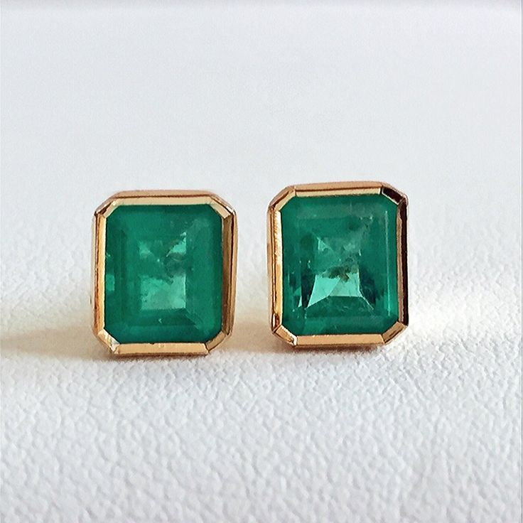 2.20ct Natural Gorgeous AAA Colombian Emerald Stud Earrings 18k Yellow Gold