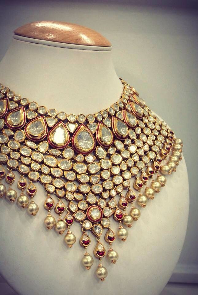 Bridal uncut diamond(Jadau) set. Should be in detachable segment so that it's wearability can be increased. Description by Pinner Mahua Roy Chowdhury