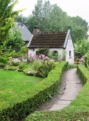 Imagine coming home after a long day and seeing this tiny wolcoming sight...English cottage