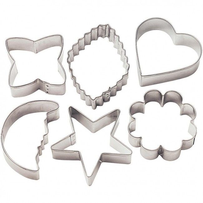 Bake delicious cookies with this set of assorted cookie cutter shapes.