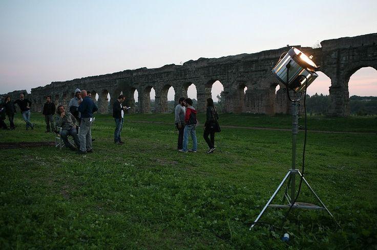 La Grande bellezza, un'immagine del set al Parco degli Acquedotti. -- Link: la sceneggiatura della prima scena del film.