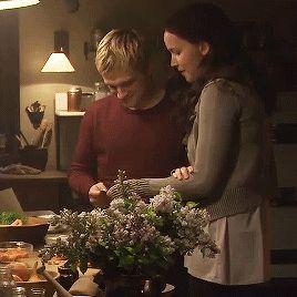Joshifer - Everlark - Josh Hutcherson as Peeta Mellark Jennifer lawrence as Katniss Everdeen the Hunger games Mockingjay part 2