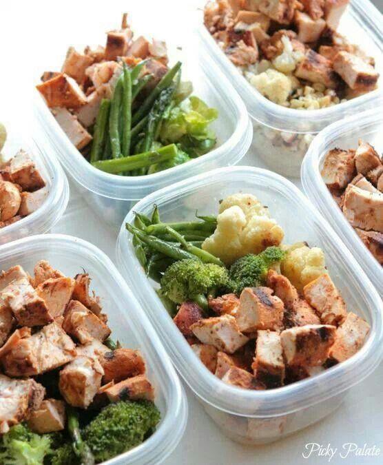 Chicken breasts, brown rice quinoa blend, asparagus, green bean, broccoli, cauiflower.  Makes 8 servings at 375 cals each.