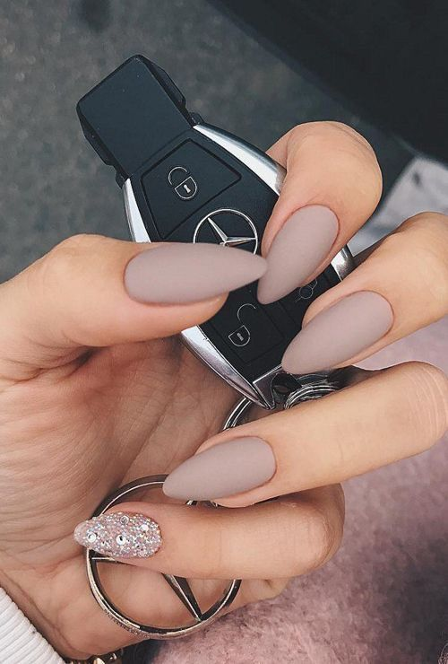 Beige matte nails