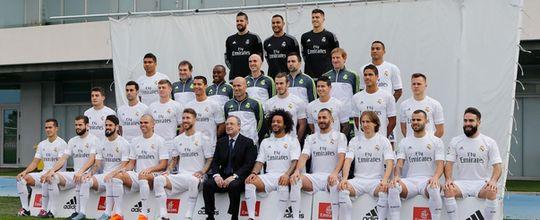 Elenco posa com Zidane para nova foto oficial