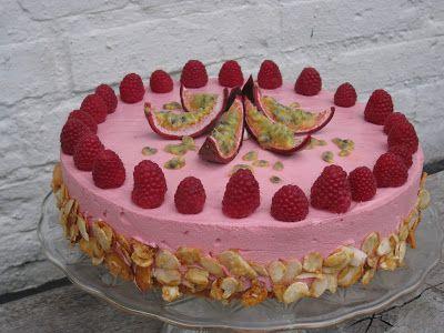 Att baka: Moussetårta med hallon och passionsfrukt