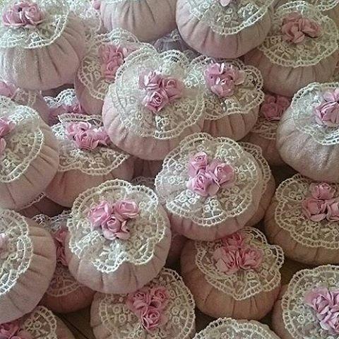 İstenilen renk ve model Siparis alınır. . #nikahşekeri #nikahhediyesi #hediyelik #kokulutaş #bebek #düğün #kina #söz #nişan #nikah http://turkrazzi.com/ipost/1524894222238832404/?code=BUpgzdEl1cU