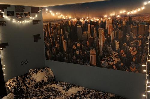 bedroom: Hanging Lights, Dorm Room, Trav'Lin Lights, Christmas Lights, String Lights, Beds Sheet, Cities Skyline, Dorm Ideas, Cities Lights