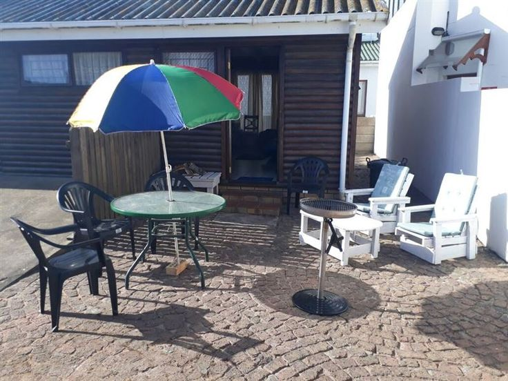Self-Catering Accommodation in Still Bay West - Beautiful, colourful garden apartment in the pretty little coastal town of Stilbaai, short walking distance from Spar supermarket. The accommodation has safe parking space. There is a big bedroom with ... #weekendgetaways #stilbaai #gardenroute #southafrica