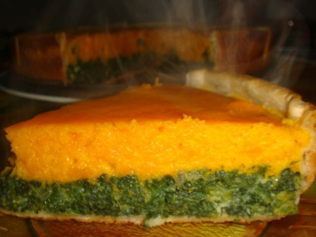 Tarta de calabaza y espinacas (bicolor). Ver receta: http://www.mis-recetas.org/recetas/show/8142-tarta-de-calabaza-y-espinacas-bicolor